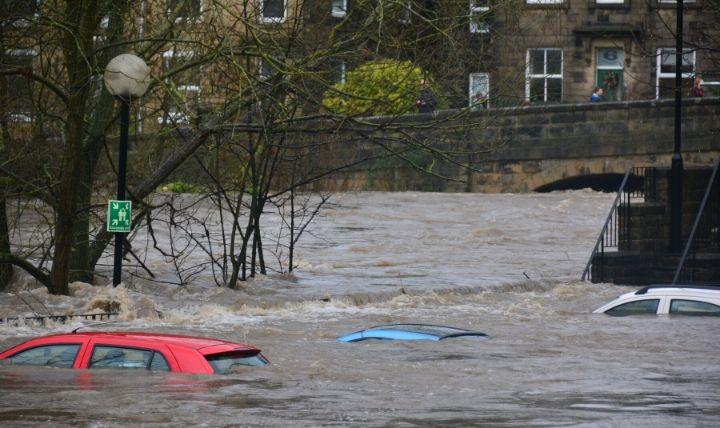 洪水(こうずい)した町