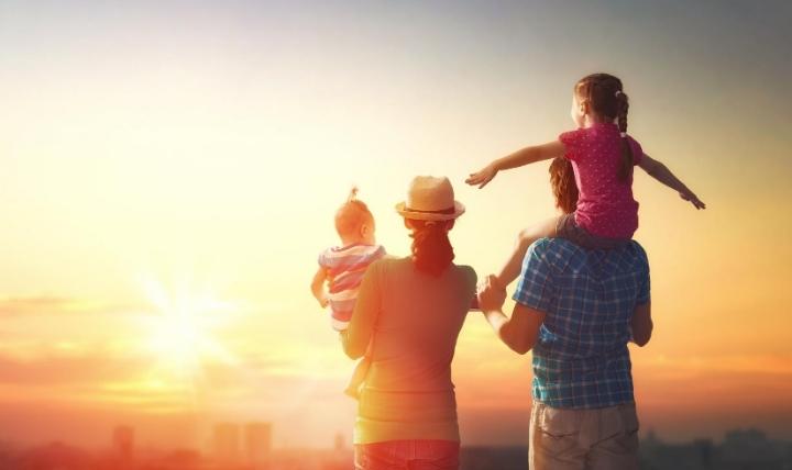 防災の日に家族で対策を行った家族の画像